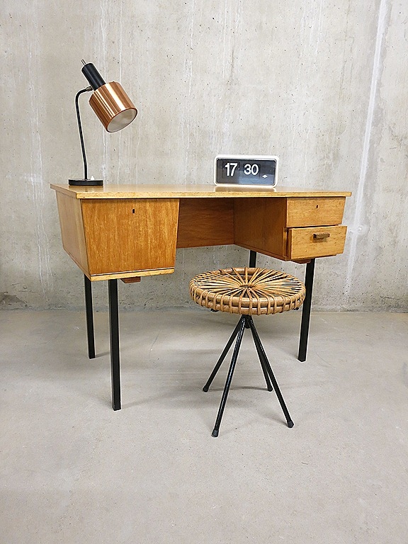 industrieel vintage bureau desk industrial bestwelhip. Black Bedroom Furniture Sets. Home Design Ideas