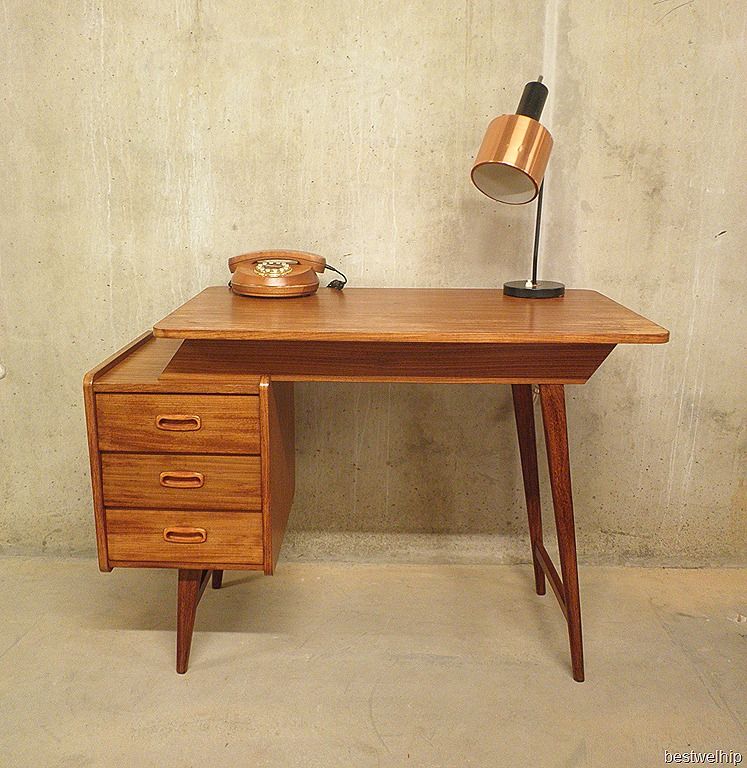 mid century danish desk a symmetrisch bestwelhip. Black Bedroom Furniture Sets. Home Design Ideas