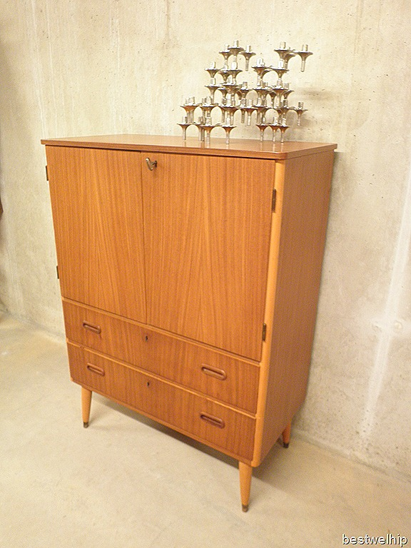 Vintage wandmeubel cabinet deense stijl for Deense meubels vintage