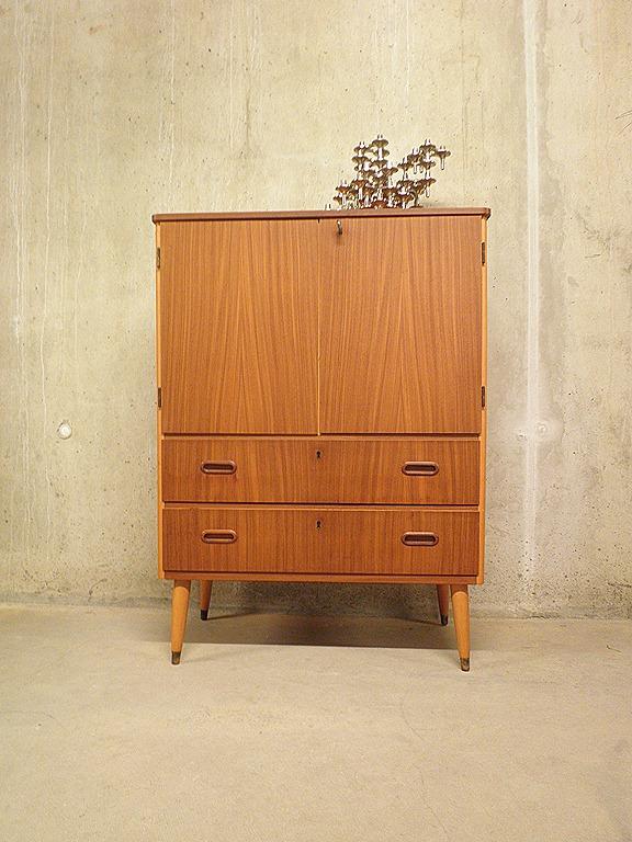Vintage wandmeubel cabinet deense stijl bestwelhip for Deense meubels vintage