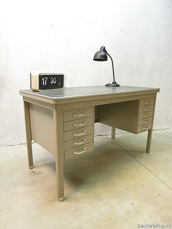 industrieel metalen vintage bureau vintage desk. Black Bedroom Furniture Sets. Home Design Ideas