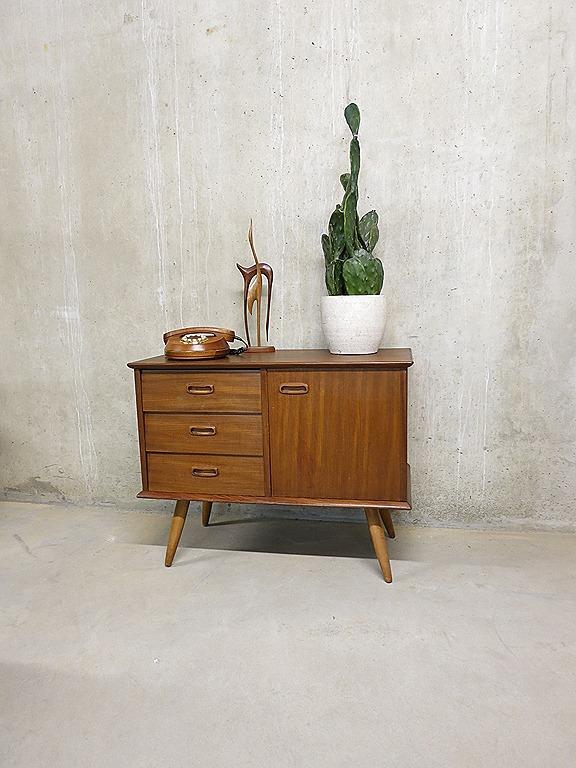 Deense dressoir wandkast cabinet bestwelhip for Deense meubels vintage