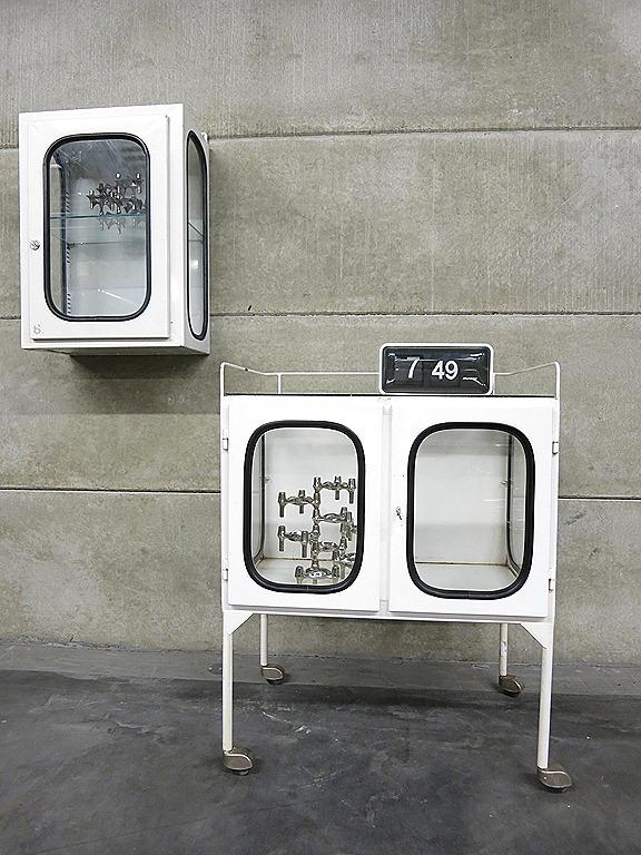 Vintage vitrine kast trolley industrieel, Industrial medical ...