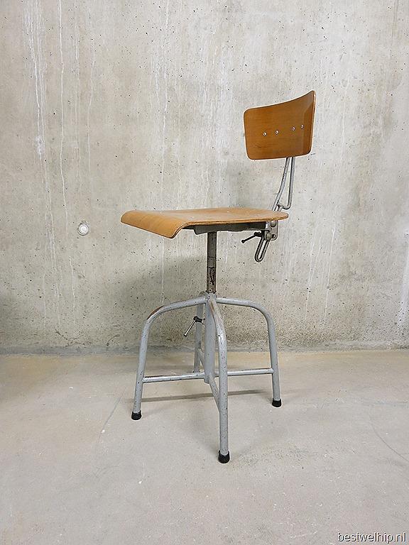 industriele kruk tekenkruk stoel Bozo Groningen Bauhaus stijl jaren 30