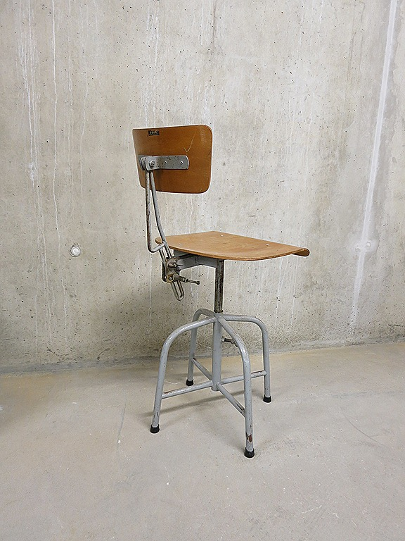 Industriële vintage stoel, kruk 'Bozo' stool, Bauhaus desk chair