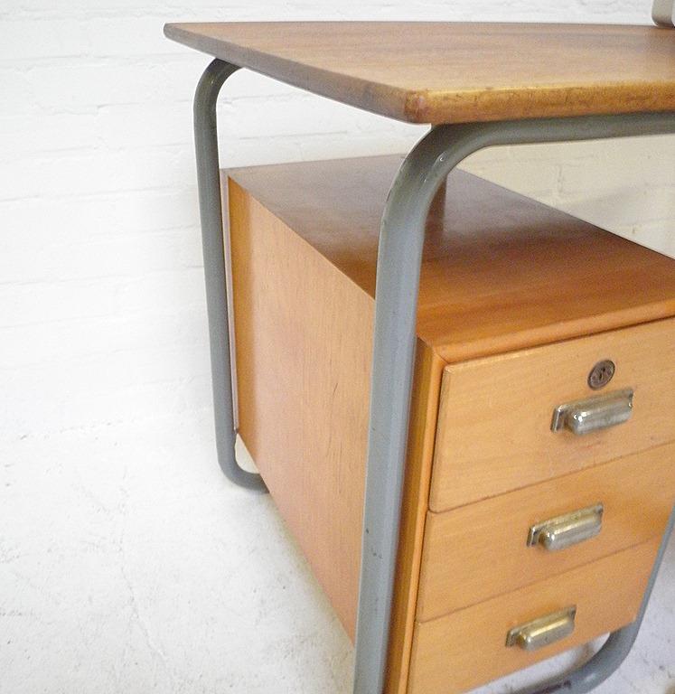 Industrieel vintage bauhaus bureau desk bestwelhip for Stalen ladenblok