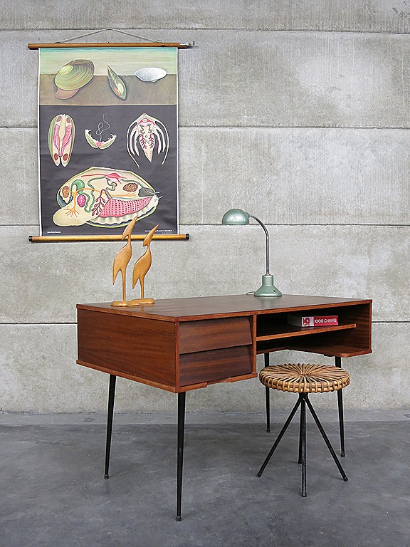 Bureau Retro Design.Industrial Vintage Desk Minimalism Mid Century Design