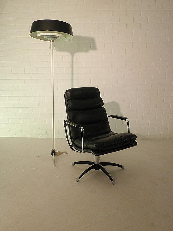 Vintage leren lounge chair eames stijl bestwelhip - Lounge stijl ...