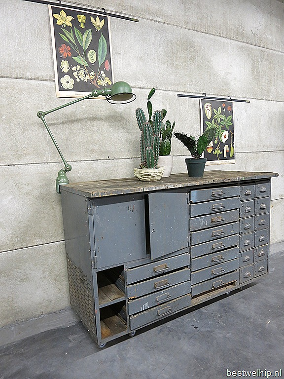 Vintage cabinet Industrial, ladenkast industrieel presentatietafel ...