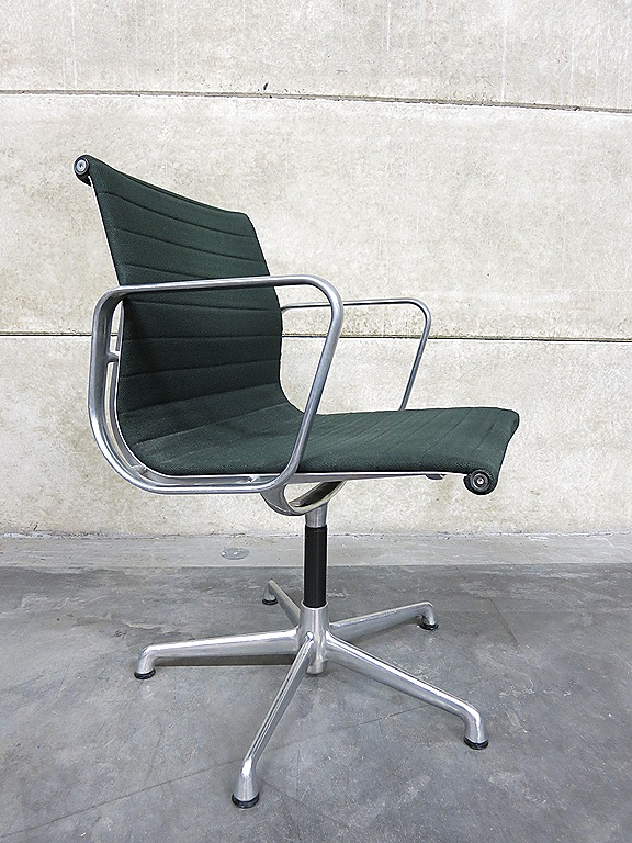 Vintage charles ray eames stoel swivel chair herman miller for Charles eames stoel