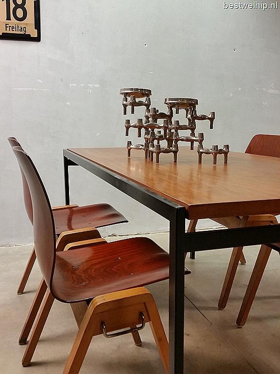 uniek in zon grote partij deze bijzondere vintage design houten eetkamerstoelen periode jaren 5060 materiaal 2 kleurig hout beukenkleurige frame in