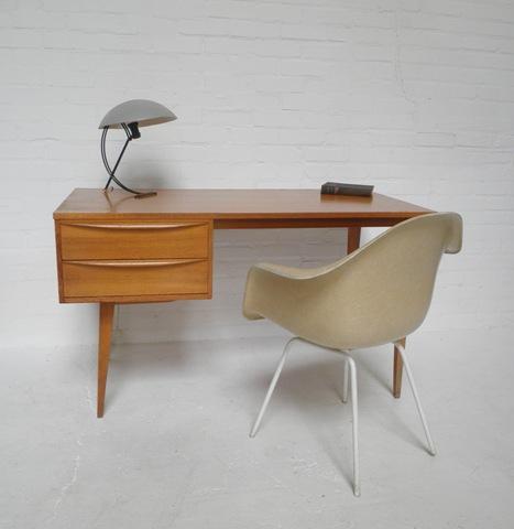 design bureau scandinavisch deense stijl bestwelhip. Black Bedroom Furniture Sets. Home Design Ideas